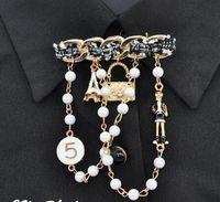 señoras broches pin al por mayor-Mujeres Camellia Flor Letra 5 Borla Broche Pins Broche Broche de Calidad Vintage Pin Señora All Match Pins