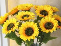 ramos amarillos al por mayor-Flores artificiales girasol de seda amarillo con 16 cm de cabeza Boda decorativa ramo de flores decoración del hogar decoración del jardín 68 cm longitud YW944