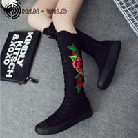 sapatilhas botas botas joelho alto venda por atacado-Flor Bordado Senhoras Botas de Lona Longa Zíper Lateral Mulheres Na Altura Do Joelho Botas Altas Primavera Outono Mulheres Sapatos de Lona Sapatilhas Planas