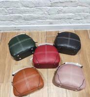 omuz çantası trendi toptan satış-Retro geniş omuz askısı çift çekme omuz Messenger çanta 2020 ilkbahar yeni trend moda kese Üst inek derisi deri Kore versiyonu