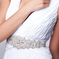 ingrosso cinghie nuziali di nozze-Cintura nuziale di perline di nozze di cristallo perline fatti a mano in rilievo nuovo 2019 cinture di nozze di raso lussuoso Vendita calda telai di nozze