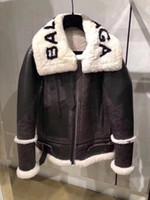 ceket kadın süet deri toptan satış-Yeni sonbahar kış tasarım moda kadın taklit kuzu kürk patchwork mektup baskı süet deri sıcak ceket ceket artı boyutu S M L XL