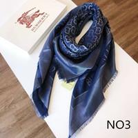 cajas de bufanda de seda al por mayor-Diseñador Bufanda Tops Hombre Mujer Lujo Primavera Atumn Silk Blend Shawl Bufanda Marca Bufandas Tamaño aproximadamente 140x140cm 5 colores con caja Opcional