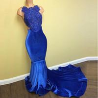 vestido de fiesta de terciopelo azul real al por mayor-2K17 Diseñador Royal Blue Lace Applique Sirena Vestidos de baile Vestidos de noche Halter Velvet Beaded See Through Vestidos De Novia