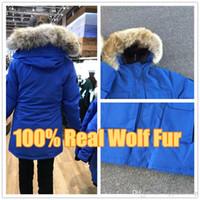 satılık kış erkekler parkas toptan satış-Kanada Yeni Varış Satış erkek Sefer Aşağı Parkas Hoodie Siyah Lacivert Gri Ceket Kış Coat / Parka Kürk Satış ile gerçek kurt kürk Çıkışı