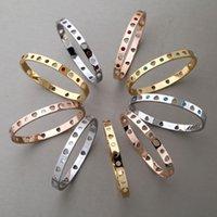 bracelets de diamant bleu achat en gros de-Titane acier bijoux gros coeur creux bleu rouge et blanc diamant design marque blange Commerce extérieur T mot couple bracelet