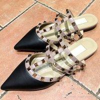 sandálias de casamento plana venda por atacado-Novo design cinto de patentes sapatos plana couro moda rebites sandálias senhoras apontou casamento calçados casuais vestido dos Namorados
