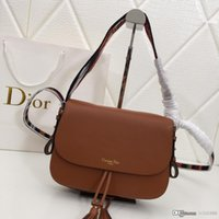 sticken sie die handtasche großhandel-Neue Damen bestickten Flip-Beutellederhandtasche Weinrotschwarzbraunrote Art und Weisedesignertaschennummer: M8650.