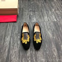 Wholesale claws shoes resale online - new international brands leather men dress shoes Black high quality animal claw heavy craft embroidery design Yellow low heel