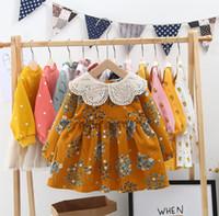 vestido de encaje bordado mangas al por mayor-Vestidos de princesa de mostaza para niñas bebés vestido de princesa de solapa con pétalos bordados con encaje bordado para niños vestido de manga larga con estampado floral F9870