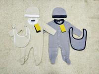 babyanzüge beige großhandel-Baby Boy Bodysuits Set Strampler Baby Mütze + Lätzchen + Overall Langarm Overalls Infant Kletteranzug