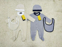 trajes de bebe beige al por mayor-Conjunto de monos para bebé niño Romper Sombrero de bebé + babero + mono Monos de manga larga Traje de escalada infantil