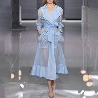 long camis blanc achat en gros de-Designer de luxe Tranchée Pour Les Femmes Piste Sexy Cou En V Plume D'autruche Organza Mince Blanc Bleu Long Trench-Coat Avec Camis