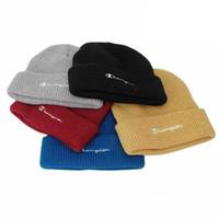 moda işlemeli kapaklar toptan satış-C Harfleri Işlemeli Örme Şapka Kadın Erkek Kış Örme Yün Şapka Moda Açık Sokak 5 stilleri RRA1815 Caps