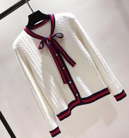 suéteres de perlas negro al por mayor-Marca de moda de punto Cardigans de punto Mujeres Bow Twist Pearl Botton Stripe Edge Suéter Negro Blanco Rojo