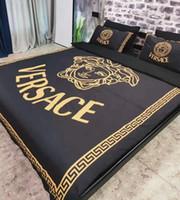 almohadas para adultos al por mayor-Ropa de cama de algodón con estampado de letras de marca para adultos Diseñador 1 * Sábanas Funda de algodón de moda 2 * Fundas de almohada Clásico suave 1 * Funda nórdica