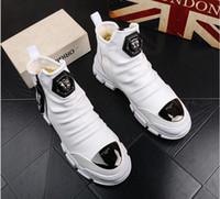 zapatos coreanos de fondo grueso al por mayor-Primavera blanca y otoño Nueva Inglaterra zapatos casuales coreanos de hip hop para hombres zapatos de fondo grueso zapatos altos botas Martin de moda