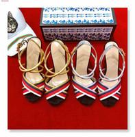 рыночная мода оптовых-Весна / лето Новый стиль на рынке, Разноцветные сращивания женские сандалии на высоком каблуке, модный стиль Сандалии на высоком каблуке