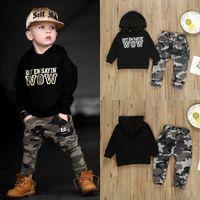 erkek pantolon kıyafeti toptan satış-Perakende erkek bebek kapüşonlu kıyafetler 2 adet takım elbise seti (mektup hoodies + kamuflaj pantolon) çocuklar tasarımcı eşofman kızlar giyim setleri