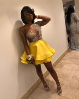 gelbe kurze prom kleider großhandel-Wunderschöne gelbe Homecoming Kleider Short Mini One Shoulder Long Sleeves Durchsichtige Applikationen Perlen Tiered Satin Tüll Abendkleider