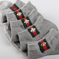 erkek çorapları toptan satış-Erkek kadın tasarımcı socking Kısa tüp pamuk yaz bez tekne çorap moda trendi erkek çorap kısa yardımcı olmak için düşük tüp
