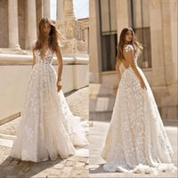 ingrosso profondo v vintage pizzo-Vintage Bohemian Lace Applique 2019 Abiti da sposa Deep V Neck Backless maniche corte Abiti da sposa Sweep Train Boho Wedding Gown