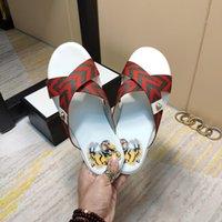 pantoufles en cuir italien hommes achat en gros de-Nouvel été italien chaussons GG de haute qualité des hommes de la chaussure de haute qualité à rayures en cuir fond plat intérieur sandales hommes chaussures de sport