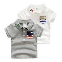 muchachos camisas grises al por mayor-2018 niños del bebé Ropa Casual algodón de manga corta da vuelta-abajo del blanco gris del color del bolsillo Niños Niños pequeños sólido T Shirts T191013