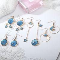 ohrring blauen mond großhandel-New-Style Blue Sky und Moon Planet Ohrringe klein und frisch lange asymmetrische einzigartige Ohrringe Persönlichkeit schöne Mode Eleganz Ohrringe