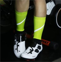 Wholesale green team socks for sale - Group buy New high reflective riding socks professional team cycling sports running tube socks wear resistant breathable degrees