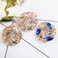 büyük mavi paspaslar toptan satış-Vintage Stil Kristal Rhinestones ve Büyük Kristal Hollow Çiçek Kadınlar için Mavi Altın Pembe Broş Pins