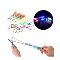 parapluies volants achat en gros de-Flèche de LED hélicoptère Arrow hélicoptère volant parapluie enfants jouets espace UFO lumière LED jouets de Noël Halloween Flash jouets
