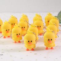 quietscheentchen großhandel-Ente Schlüsselbund Ring Tanzen Gelbe Ente Schlüsselbund Gummi Ducky Schlüsselanhänger Spielzeug Puppe Geschenk Puppe Tasche Anhänger Schlüsselbund
