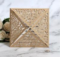 ingrosso inviti gratuiti oro-Carta di invito di nozze dell'invito di cerimonia nuziale del modello del pizzo del laser del pizzo del quadrato dell'oro libero di trasporto carta di carta dell'invito del partito