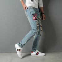 nouveaux lampadaires achat en gros de-Nouveau mode masculine européenne et américaine de la haute rue déchiré jeans insigne broderie bleu clair pantalon slim slim punk pantalon pour hommes