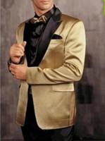 trajes de fiesta de oro negro esmoquin al por mayor-Nuevo One Button Gold Jacket Black Pants Groom Tuxedos Peak Lapel Groomsman Men Prom Blazer Trajes de novio (Jacket + Pants + Tie) XF228