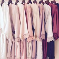 gelber seidenpyjamas großhandel-Neue Design 8 Farbe Bridemaid Mittlerer Ärmel Spitze Nacht Robe Knielangen Braut Brautkleider Front Open Nachtwäsche Bademantel