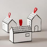kırmızı beyaz kağıt toptan satış-Kağıt Hediyelik Kutular Kırmızı Kurdele Düğün iyilik ve hediyeler Kutusu Parti Tedarik ile 20 Kümeler Beyaz Saray Şekli Hediye Paketi Kek Şeker Kutusu