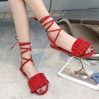 chanclas de correa de tela al por mayor-Las últimas sandalias de diseño zapatos de mujer zapatos de mujer deslizadores de lujo chancletas con volantes cruzadas sandalias tamaño US4-US9