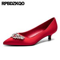 zapatos de boda de diamantes de imitación de china al por mayor-tamaño 4 34 noche china 33 rhinestone satén dedo del pie puntiagudo tacones bajos cristal zapatos nupciales boda 2019 mujeres diamante rojo gatito nuevo