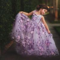 платье девушки цветка серого пояса оптовых-Лавандовое Кружево Маленькие Девочки Pageant Платья 3D Цветочные Аппликации Малыш Бальное платье Цветочница Платье Длиной до пола Тюль Первое Причастие Платья