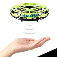 ручная вертолетная игрушка оптовых-Hand ing UFO Drones RC Helicopter Toy Manual Intelligent Induction Drones Safety Propeller Interact Remote Control Quadcopter