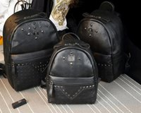 schwarzer rucksack groihandel-Punk style Black Rivet Rucksack Mode Männer Frauen Günstige Rucksack M Stilvolle Umhängetasche Marke Designer Bag