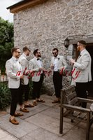 esmoquin fresco al por mayor-Elegante y elegante novio y padrino de boda Esmoquin Chaquetas ligeras y traje de pantalón azul marino Hacer una cena de boda Boho Traje informal