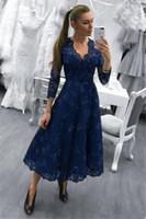 ingrosso modesta lunghezza cocktail del vestito da promenade-Abiti da festa in pizzo blu scuro modesto 2018, lunghezza del collo, scollo a V, maniche lunghe da sera, abiti da ballo da sera