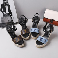 sandale schuhe großhandel-Designer 2019 New Luxury High Heels Leder Wildleder Mid-Heel Marke Sandale Frauen Frau Sommer Sandalen Größe 34-40 Mädchen Sommerschuhe