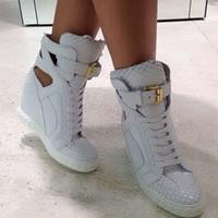 pitón de goma al por mayor-Wedge Python Print Sneakers Mujer Blanco Suela de goma de cuero de calidad superior con cadenas Zapatillas de deporte con cordones Tacones altos Mujer Botines