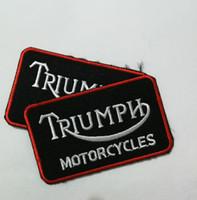 özel giysiler toptan satış-Özel Biker Triumph Motosiklet biker Yamalar Demir On Giyim Yamalar Etiketleri Giyim rozetleri yollar aplikler Yelek ceket Konfeksiyon etiketler
