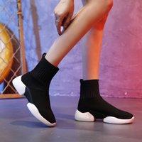 calcetines voladores al por mayor-Calcetines elásticos femeninos 2019 primavera nuevo salvaje coreano ulzzang zapatos deportivos ocasionales que vuelan calcetines tejidos botas