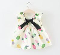 yaylı elbise toptan satış-Çocuklar giysi tasarımcısı kızlar Yeni bebek kız Ruffles kolsuz elbise v-geri yay ile 100% pamuk bebek kız elbise